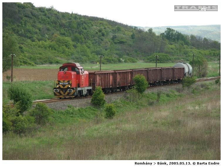 Tolató tehervonat Romhányból Bánk felé 2005. május 13-án. A romhányi csempegyárba Csehországból alapanyagot szállító nemzetközi tehervonatok a Párkány–Vác–Rákosrendező–Rákos–Balassagyarmat–Diósjenő–Romhány útvonalon közlekedtek. Elképzelhető, hogy a Vác-Diósjenő szakasz rossz pályaállapota miatt kellett kerülőúton közlekedniük ezeknek a vonatoknak. 2005-ben még heti 3 tehervonat közlekedett a romhányi vonalon, 2009 januárjában megszűnt a teherszállítás is, azóta csak személyszállító különvonatok jártak erre. A vonal melletti üzemek kiszolgálása és a faszállítás ma közúton folyik.