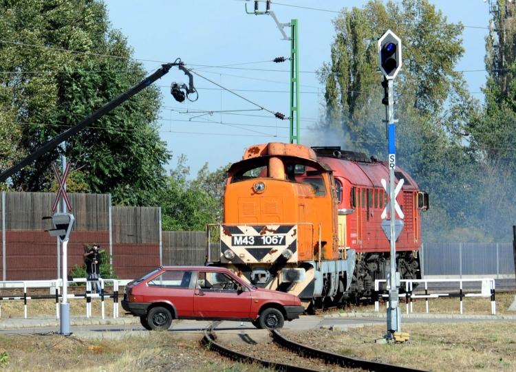 Szimulált baleset egy budapesti vasúti átjáróban (Forrás: mav.hu)
