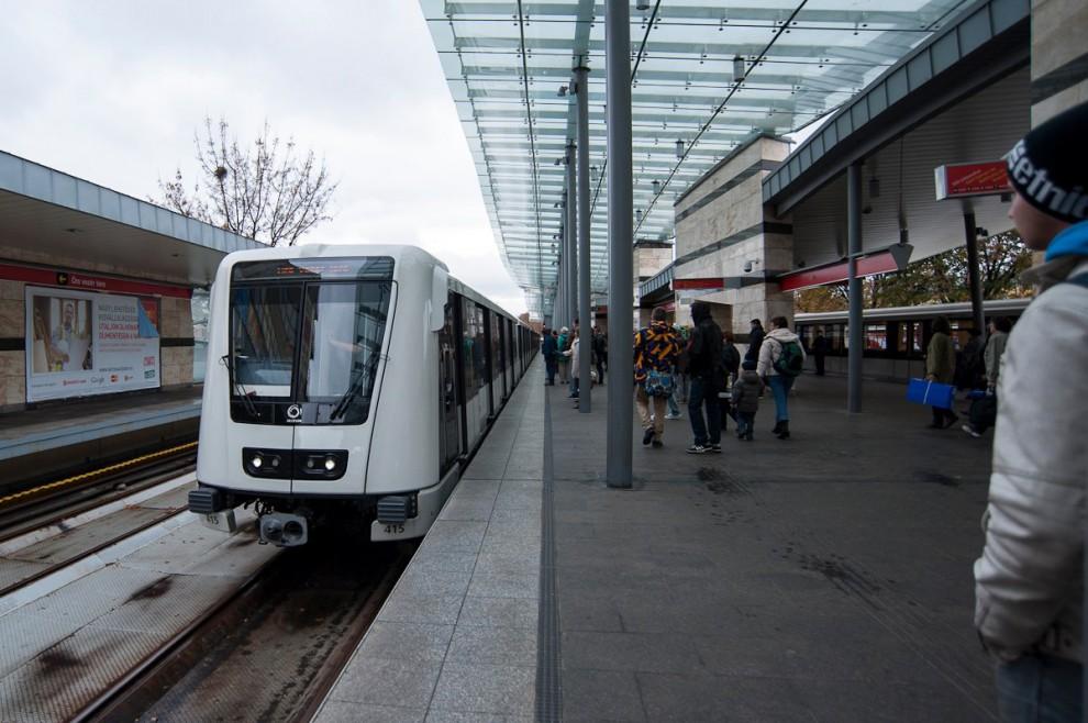 Alstom metrók az Örs Vezér terén, Forrás: BKK