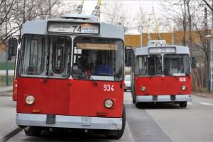 Budapest, 2012. december 14. ZiU-9 típusú trolibuszok a budapesti Csáktornya parki végállomáson 2012. december 14-én. A tervek szerint 2013. január 1-jétől a BKV kivonja a forgalomból az 1975 óta üzembe állított szovjet ZiU-9-es trolibuszokat. MTI Fotó: Máthé Zoltán