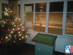 Karácsonyfa Szépjuhászné állomáson (Fotó: Hegyi Zsolt)
