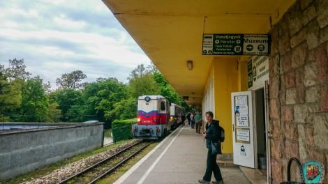 Hűvösvölgy állomás - pénztár, múzeum és Országos Kéktúra jelzés