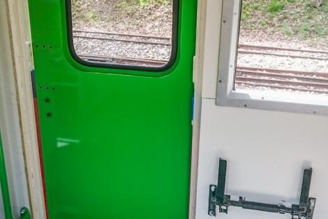 Zöld színű ajtó