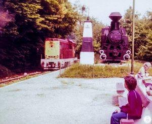 Mk45-ös mozdony és szobor gőzös Hűvösvölgyben